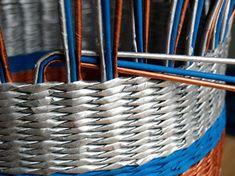 Newspaper Basket, Paper Weaving, Paper News, Rolled Paper, Cardboard Crafts, Creative Inspiration, Diy Tutorial, Rattan, Diy Furniture