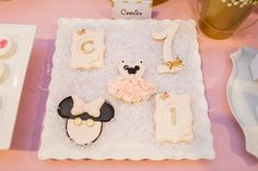 Pink and Gold Minnie Mouse Cookies www.thelysilife.com