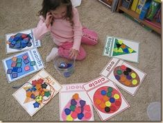 Shape Sorting: I used my Shape Cards from the Letter of the Week curriculum, and had we sorted our Large Buttons onto each shape card. You can also use the Color flashcards from the Letter of the Week as well for color sorting. Preschool Classroom, Preschool Learning, Kindergarten Math, Toddler Activities, Learning Activities, Preschool Activities, Kids Learning, Preschool Printables, Color Activities