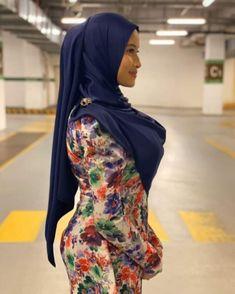 Muslim Women Fashion, Curvy Women Fashion, Beautiful Muslim Women, Beautiful Hijab, Arab Girls Hijab, Hijab Teen, Girl Hijab, Muslim Girls, Asian Model Girl