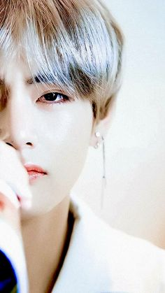 V  | Such a close up picture