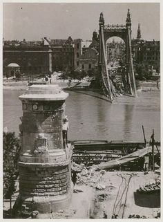 Szendrő István: A felrobbantott Erzsébet-híd, Budapest 1945 / Ruins of the exploded Elisabeth Bridge, Budapest Old Pictures, Old Photos, Danube River Cruise, History Photos, Most Beautiful Cities, Budapest Hungary, Wonders Of The World, Places To See, Europe