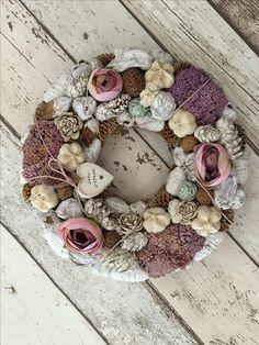 Kippkopp mesék és mesés ajtódíszek... - Villa Majolika Flower Decorations, Christmas Decorations, Summer Wreath, Burlap Wreath, Kitsch, Fall Decor, Diy And Crafts, Floral Wreath, Wreaths