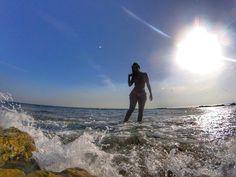 """""""Ceis"""" acharam mesmo que eu não ia pra praia essa semana?  . . . #feriado #summer #mar #sol #eurosummer #sea #beach #praia #sunset #portugal #lisbon #lisboa #vacationmode #foreveronvacation #gopro #missãovt #sunset #bluesky #waves  #bikinigirl #avencas #praiadasavencas #cascais"""