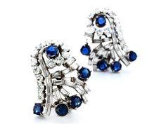 Länge: ca. 2,7 cm. Breite: ca. 2 cm. Gewicht: ca. 18 g. Platin. Um 1960. Dekorative, hochwertige Ohrclipse mit feinen Brillanten und Diamanten im...