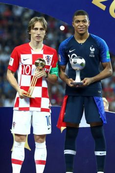 Modric e Mbappé Football Fever, Sport Football, France 4, Match Of The Day, International Soccer, Football Design, Soccer Stars, Soccer Training, World Cup Russia 2018