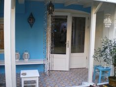 Patio with cement tiles (Amarillo 1)