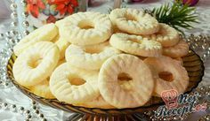 Coconut rings without egg, not just for Christmas – Andrea Hügel – Willkommen in der Welt der Frauen Christmas Dishes, Christmas Sweets, Christmas Baking, Cookie Desserts, Cookie Recipes, Dessert Recipes, Czech Recipes, Milk And Eggs, Salty Snacks
