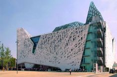 This unusual Palazzo Italia building in Milan is a smog-eating machine!