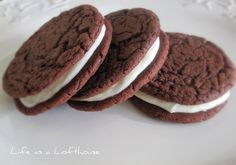 Oreo Whoopie Pies- Made these for a church group and they were really easy and very good! I added crushed oreo cookies to the filling Cookie Recipe Uk, Oreo Cookie Recipes, Cheesecake Recipes, Dessert Recipes, Yummy Recipes, Recipe Tasty, Shrimp Recipes, Yummy Treats, Delicious Desserts