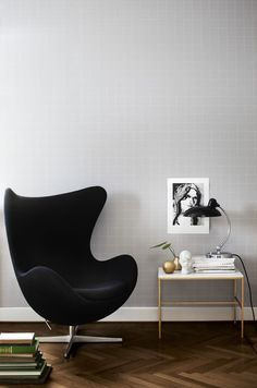 Living Room ǁ Fritz Hansen products: Egg™ chair by Arne Jacobsen & 6631, Luxus tablelamp by KAISER idell
