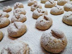Χιονομπαλίτσες με μέλι και καρύδι! Dear Santa, Xmas, Christmas, Biscuits, Food And Drink, Sweets, Cookies, Baking, Desserts