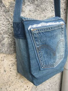 Sac besace jeans - Valy M. Diy Jeans, Diy Bags Jeans, Denim Tote Bags, Denim Purse, Sewing Jeans, Mochila Jeans, Jean Diy, Blue Jean Purses, Denim Handbags