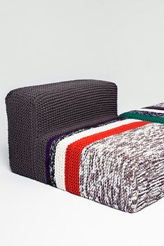 Chunky knitted sofa covers FREE knitting patterns in German (hva)