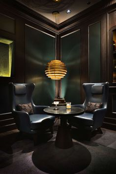 Manhattan draws on past elegance to create a cocktail bar that strives to be the. Manhattan draws on past elegance to create a cocktail bar that strives to be the… Lounge Design, Bar Lounge, Cigar Lounge Decor, Lounge Ideas, Zigarren Lounges, Manhattan Bar, Whiskey Room, Whiskey Lounge, Bar Interior Design
