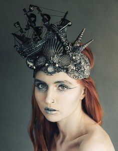 Stunning Kraken Tentacle Attack headdress by HysteriaMachine on Etsy. Does not include the screaming, drowning sailor miniatures I would add. Siren Costume, Costume Makeup, Sea Witch Costume, Maquillage Halloween, Halloween Makeup, Halloween Design, Halloween Costumes, Fantasy Costumes, Cosplay Costumes