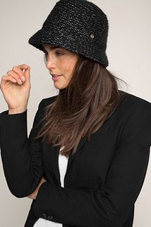 Esprit / Strikket hat i cloche-stil