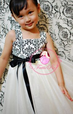 i would love my flower girls to wear damask. lt 3 When I Get 25139f377