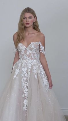 Wedding Dress Trends, Elegant Wedding Dress, Designer Wedding Dresses, Wedding Shit, Dream Wedding, Galia Lahav, Lace Corset, Sweetheart Table, Lace Embroidery