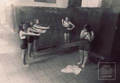 """Uma foto basta.Esse é o mote da campanha promovida pela Unicef contra o cyberbullying. Criada pela agência de publicidade chilenaProlam Young & Rubicam, a série de anúncios mostra de maneira impactante como o cyberbullying pode destruir a autoestima de crianças e adolescentes. Com cartazes em preto e branco em que diversas crianças apontam agressivamente uma câmera de celular para o """"diferente"""" da turma, em alusão a um pelotão de fuzilamento, a campanha busca chamar a atenção para o…"""
