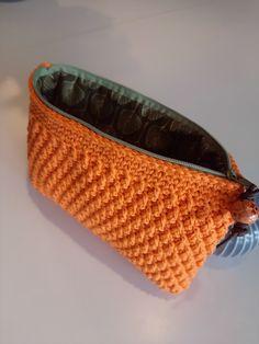 Crochet Crop Top, Chunky Crochet, Crochet Handbags, Crochet Purses, Crop Top Pattern, Chrochet, Purses And Bags, Crochet Patterns, Textiles