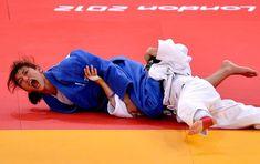 Histórico: Sarah Menezes conquista primeiro ouro do judô feminino  Brasileira derrota romena Alina Dumitru e leva primeira medalha dourada do país em Londres 2012. Judô ultrapassa a vela em medalhas olímpicas
