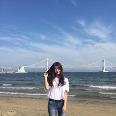 Girl Beach Pictures, Girl Photos, Pretty Korean Girls, Cute Asian Girls, Aesthetic Korea, Aesthetic Girl, Korean Girl Fashion, Ulzzang Fashion, Artsy Photos