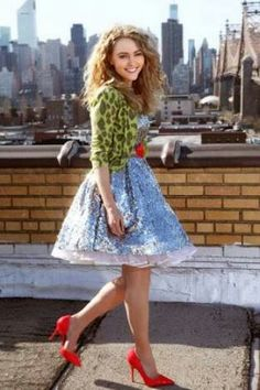 Annasophia Robb as Carrie Bradshaw in The Carrie Diaries. The Carrie Diaries, Annasophia Robb, Carrie Bradshaw, Actor Model, Girl Costumes, 80s Fashion, Gossip Girl, Carry On, Actors