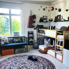 Kids bedroom decorating with round rugs Boys Bedroom Furniture, Boys Bedroom Decor, Decor Room, Home Decor, Design Your Own Bedroom, Shared Boys Rooms, Kids Rooms, Kura Ikea, Big Boy Bedrooms