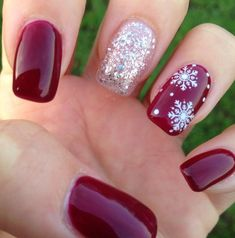 Accent nail snowflake