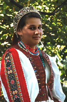 Györgyfalvi-népviselet - Hungary Hungarian Women, Costumes Around The World, Hungarian Embroidery, Folk Dance, Folk Costume, People Of The World, World Cultures, Traditional Dresses, Clothes For Women