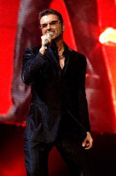 George Michael en concierto durante su tiempo como solista ya en la década de los 2000.