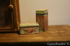 ..I have a weak spot for vintage cans, tins and boxes..double that with miniatures..