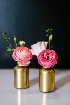 Gold vases with poppy pink ranunculus: http://www.stylemepretty.com/living/2015/06/12/kate-spade-inspired-dinner-party/ | Photography: Melanie Duerkopp - http://melanieduerkopp.com/