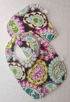 About Blogging Time!: bibs and burp cloths - fabric/terry cloth, with velcro (no pattern in link)