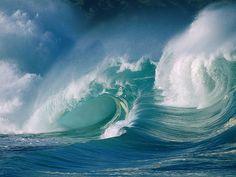 waves crashin down
