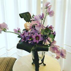 1月のアレンジ Flower Arrangements, Vase, Flowers, Home Decor, Floral Arrangements, Decoration Home, Room Decor, Vases, Royal Icing Flowers