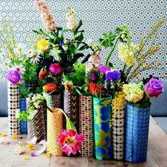 Un ensemble de vases en papiers recyclés/vase, recycled papers