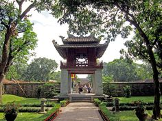 The best Hanoi tours, day trips around Hanoi with local experts. Visit Hanoi attractions and traditional villages. Exploring Hanoi cultures, tradition and history. Vietnam Destinations, Vietnam Tours, South Vietnam, Vietnam Travel, Hanoi Vietnam, Places Around The World, Around The Worlds, Vietnam Airlines, Vietnam Holidays