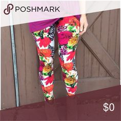 Floral Butterfly Wing Leggings Perfect for Spring! 92% Polyester 8% Spandex One size (S-L) Pants Leggings