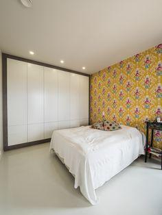 It's easier to wake up in a sunny yellow bedroom. / Makuuhuoneen keltaiseen väriin on pirteämpää herätä. www.valaistusblogi.fi