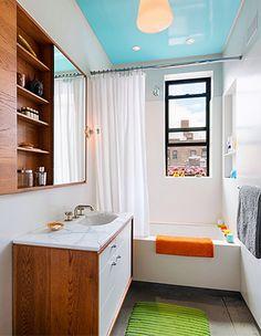 Muita gente pensa que é preciso um banheiro enorme para ter uma banheira, mas hoje em dia não é tanto assim! Temos modelos menores e quase sempre podemos mandar fazer uma banheira que se adeque ao espaço que temos...