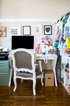 Photography : Monica Wang Read More on SMP: http://www.stylemepretty.com/living/2014/07/07/gal-meets-glam-home-tour/
