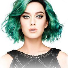 cliomakeup-eyeliner-matite-colorate-makeup-Una semplice linea di eye-liner verde acqua abbinata ad un bel rossetto rosso può rendere un look sexy, estivo e completo. Il colore è il protagonista dell'occhio, semplice ma d'effetto! Un po' di mascara e via, siete pronte ;-)cco