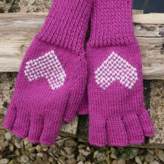 Half Finger Fingerless Mittens Gloves Fuchsia Pink Creamy White Hearts Pure Wool - pinned by pin4etsy.com