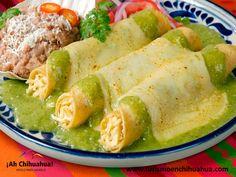En la actualidad el queso menonita, también lo elaboran en bloques y muchas compañías se encargan de fabricarlo a gran escala con el nombre de queso Chihuahua. Este tipo de queso es muy popular en casi todos los estados del norte del país. Es ideal para fundir, preparar quesadillas, enchiladas gratinadas, rellenar chiles y calabacitas o solo en trocitos. Venga a conocer Chihuahua y a probar este delicioso queso. www.turismoenchihuahua.com #visitachihuahua