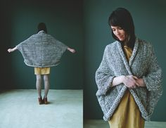 martha mcquade A cozy cocoon. Doubt I'd ever get through knitting the whole thing, even if there was a pattern available. Crochet Clothes, Diy Clothes, Loom Knitting, Hand Knitting, Diy Vetement, Knit Shrug, Bolero, How To Purl Knit, Fashion Mode