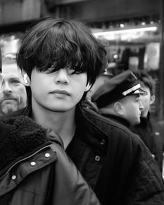 V E Jhope, V Taehyung, Namjoon, K Pop, Imagenes Dark, Black Korean, V Bts Wallpaper, Pop Bands, Album Bts