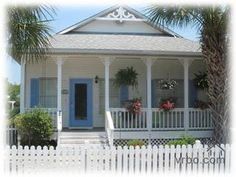 pretty beach cottage.. I really need to put my toes in the sand and face in the sun!
