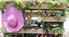 Spring is around the corner, which means your is getting ready to bloom. Organize your gardening tools using this easy and some pallets from the garden ideas flea markets